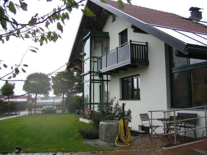 Außenanlage mit Stahl-Glas-Schacht (1)